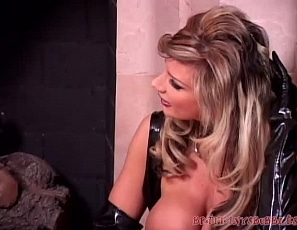 BrittanyAndrews/Sissy Boy Worships Mommy